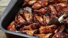 BBQ φτερά κοτόπουλου απόθεμα βίντεο
