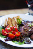BBQ χοιρινού κρέατος και κόκκινο κρασί Στοκ Εικόνες