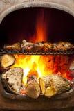 BBQ ψημένο στη σχάρα φλόγα κοτόπουλο φούρνων Στοκ Εικόνες