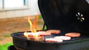 BBQ ardente dell'hamburger fotografia stock