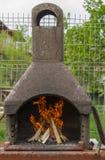 BBQ avec du bois du feu Photos libres de droits