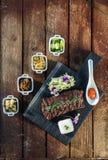BBQ coréen avec de pleines garnitures, vue supérieure images stock