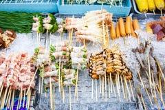 BBQ de fruits de mer de la Thaïlande de nourriture de rue - vue supérieure images stock
