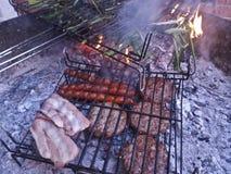 BBQ espanhol com carne e vegetais Foto de Stock Royalty Free