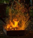 Bbq-Feuer mit Funken Stockfotografie
