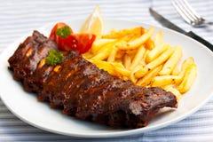 BBQ fresco, spuntature marinate e fritture Immagini Stock Libere da Diritti