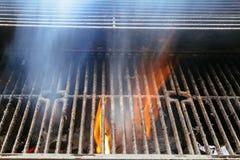 Bbq-galler och glödande kol Du kan se mer BBQ, grillad mat, brand Fotografering för Bildbyråer