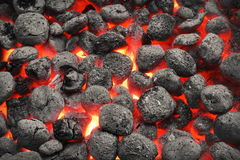 Bbq-Grill-Pit With Glowing Hot Charcoal-Briketts, Nahaufnahme Stockfoto