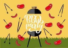 "BBQ grillin Chillin ""και ""σημάδι πινάκων κιμωλίας Συρμένη χέρι τυπογραφία που γράφει BBQ το κόμμα Σχάρα σχαρών με τις λαβίδες και διανυσματική απεικόνιση"