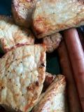 Bbq-griskött och korv Arkivbilder