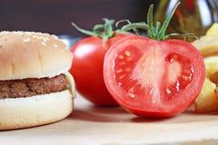 BBQ hamburger Royalty-vrije Stock Afbeeldingen