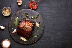 Bbq-kött, grillat griskött royaltyfria foton