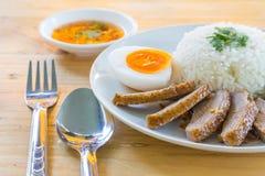 BBQ kaczka nad odparowanymi ryż Obrazy Stock