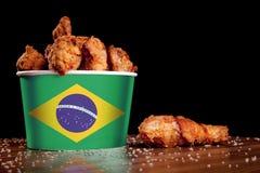 BBQ kurczaka nogi w bia?ym wiadrze obraz royalty free