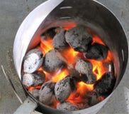 Bbq-lampglas med glödande kol arkivfoto