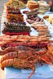 BBQ owoce morza przy plenerowym rynkiem i mięso zdjęcia royalty free