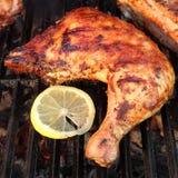 BBQ Piec kurczak nogi ćwiartka Na Gorącym grillu Zdjęcie Royalty Free