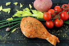 BBQ ruwe kippentrommelstok klaar te koken Stock Foto