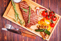 BBQ steak with grilled vegetables on cutting board Stock Photography