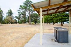 BBQ terenu park z kuchenką przy Brighton Le Piasek plażą publicznie, Sydney, Australia zdjęcia stock
