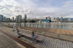 BC温哥华市从木板走道的地平线视图 图库摄影