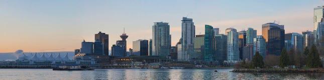 BC温哥华从史丹利公园的市地平线日出的 图库摄影