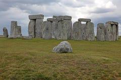 000bc 3 синь Англия оценила stonehenge неба места начал наследия зеленого цвета травы историческое под миром unesco Stonehen Стоковое фото RF