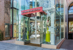 BCBG Max Azria Retail Store Exterior Lizenzfreie Stockfotografie