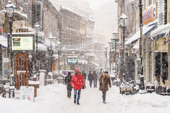 Bâche forte de tempête de tempête de neige dans la neige le centre ville de la ville de Bucarest Photographie stock