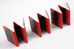 böcker som bildar sköt vippade på www Arkivbilder