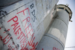 'BDS' i 'Bezpłatnego Palestyna' graffiti na Izraelickiej separacyjnej ścianie Zdjęcie Royalty Free