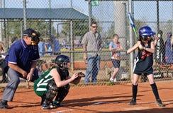 Beísbol con pelota blanda de la muchacha/en el palo Imagen de archivo libre de regalías