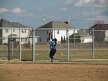 Beísbol con pelota blanda de las muchachas foto de archivo libre de regalías