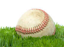 Beísbol con pelota blanda en cierre de la hierba para arriba imágenes de archivo libres de regalías