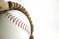 Beísbol con pelota blanda y guante Foto de archivo libre de regalías