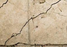 Beżu kamień z pęknięcia tłem Obraz Royalty Free