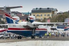 Be-200ES wraca opierać się po demonstracja lota fotografia stock