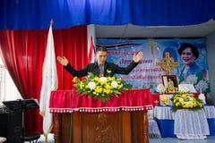 Be för thailändsk drottning på thailändsk mors dag Royaltyfria Bilder