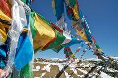 Be flaggor, Nyingchi, Tibet Arkivfoto