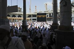 Be i den heliga Kaabaen Arkivfoton