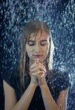 Be i stormen fotografering för bildbyråer