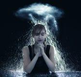 Be i stormen arkivfoto