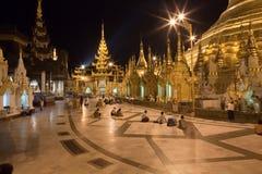 be schwedagon för pagodafolk Royaltyfria Foton