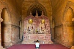 Be tvilling- Buddha för kvinna Royaltyfri Foto