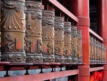 Be valsar för brons med sanskrit symboler Arkivfoto