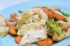 Be*wegen-gebraden gemengde groenten met tofu stock afbeelding