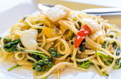Be*wegen-gebraden kruidige spaghetti Stock Afbeeldingen