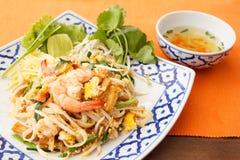 Be*wegen-gebraden rijstnoedels met garnalen Royalty-vrije Stock Foto