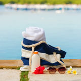 Beach bag, towel, sunscreen and sunglasses Royalty Free Stock Images