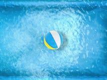Beach ball che galleggiano sullo stagno Immagine Stock Libera da Diritti